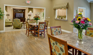 Assisted living community dining area in fairview heights