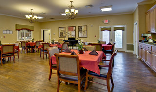 Dining services for assisted living residents in fairview heights