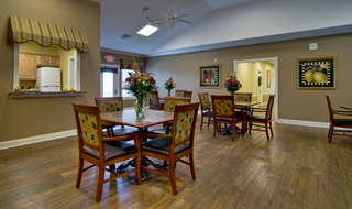 Table and chairs for assisted living residents in fairview heights