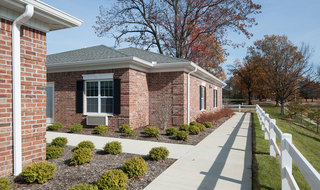 Outdoor walkway at memphis assisted living