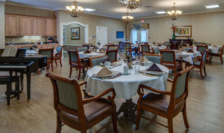 Dining services in farmington assisted living