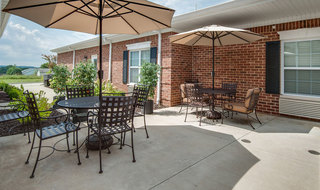 Outdoor assisted living patio in farmington