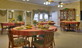 Columbia assisted living dinning hall