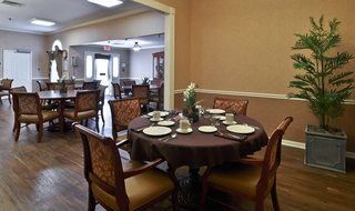 Clarksville assisted living dining table set