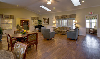 Fulton assisted living community dining hall