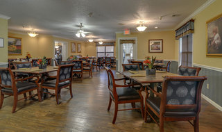 Pittsburg assisted living dining hall