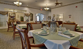 Cape girardeau assisted living dining hall