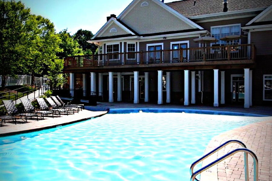 Ce poolclubhouse pic1