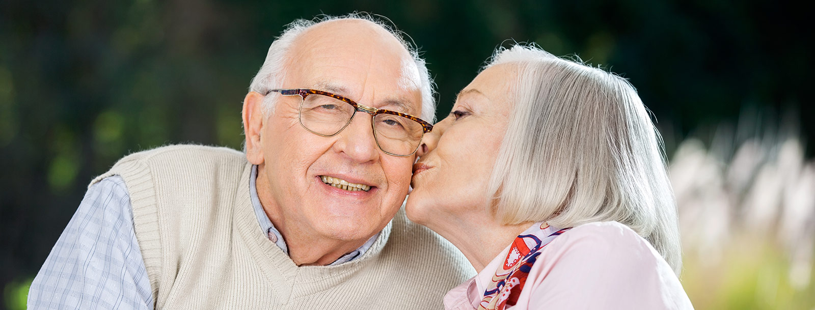 Residents kissing at the senior living in Sterling