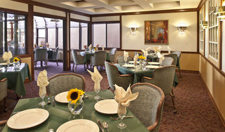 Pasadena Independent Living Community dining room.