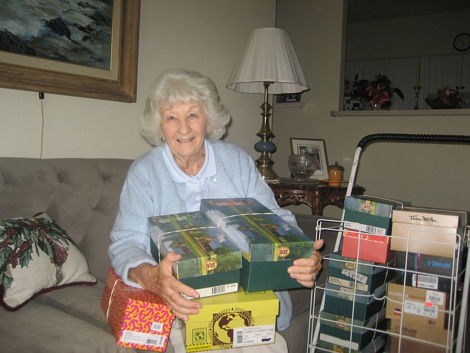 """Maravilla Residents Participate in """"Operation Christmas Child"""""""