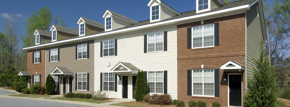 Exterior view of Sundance Creek townhomes for rent