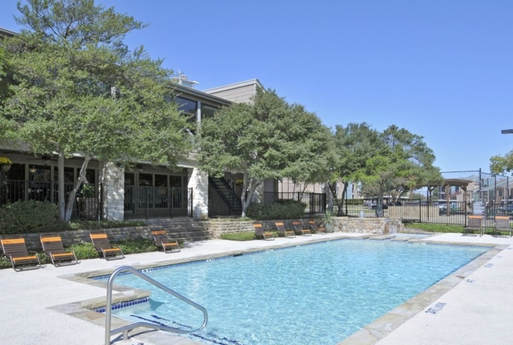 Photos of apartments in irving near the dart bus and dfw for Affordable pools dfw