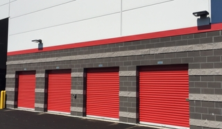 8 red drive up units