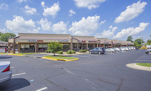 Property description for Hunter Mill Plaza in Oakton