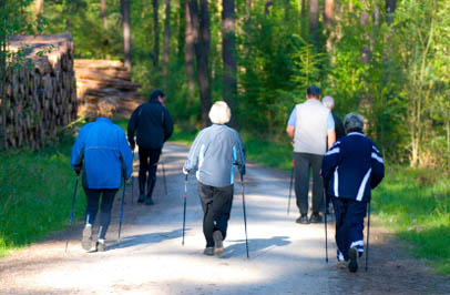 Broadmore Senior Living at Hagerstown seniors go on a group walk.