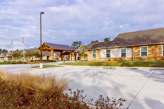 Photo tour assisted living in spring texas front landscape