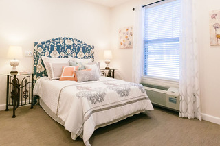 Photo tour assisted living in spring texas bedroom