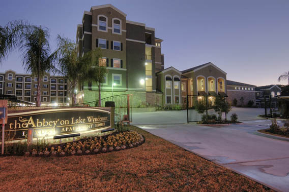 Luxurious apartments in Texas at The Abbey on Lake Wyndemere