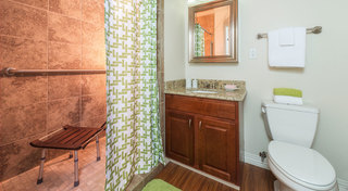 Lawrence il sunflowertowers bathroom9 21 17