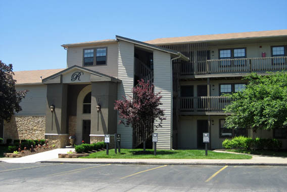 Available apartments at The Retreat of Shawnee in Shawnee, Kansas building exterior