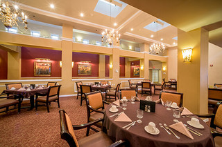 Touchmark sioux falls resident dining area 9711
