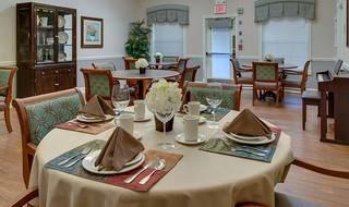 4 parkwood meadows memory care family style dining