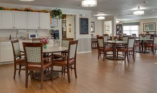 5 pittsburg senior living family style dining