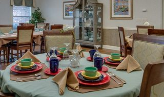 5 family style dining assisted living