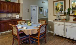 5 restaurant style meals assisted living