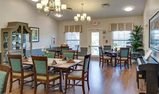 7 springfield memory care dining room