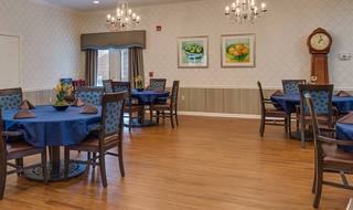 5 madison assisted living dining room