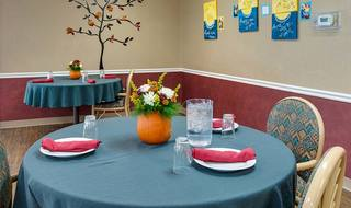 5 family style dining at wheatland nursing