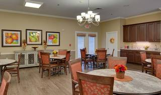 4 willow springs assisted living family style dining