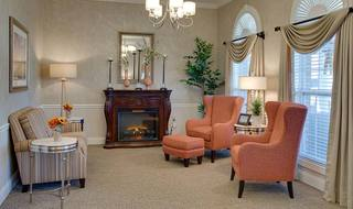 5 fireside lounge spring hill assisted living