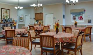 8 manchester assisted living dining room