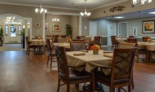 4 paris assisted living large dining toom