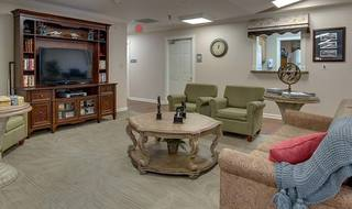 5 eiffel gardens senior living tv lounge