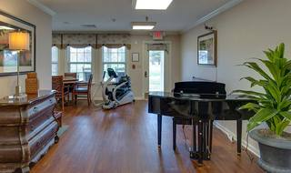 8 eiffel gardens senior living piano lounge
