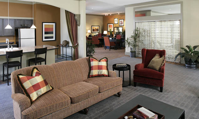 Clubhouse and lounge area at StonePoint University Place