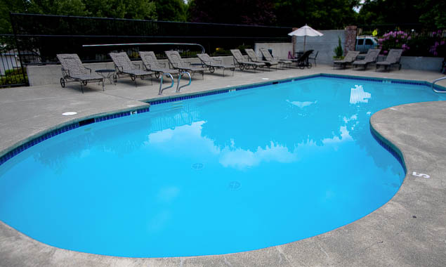Issaquah washington apartment rentals pool Summerwalk At Klahanie