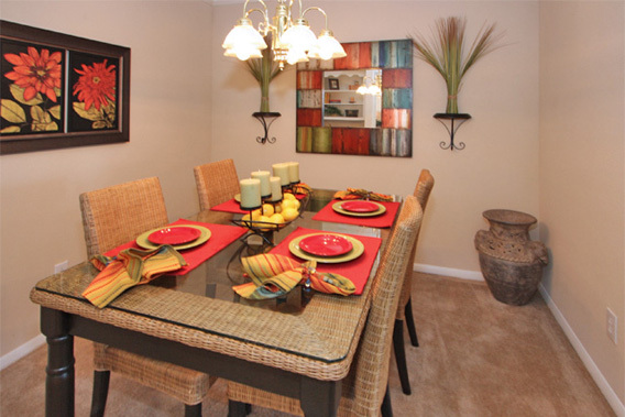 Dining area homewood al apartments The Abbey at Regents Walk