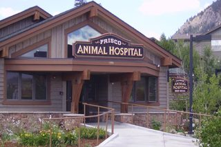 Building entrance of Frisco Animal Hospital