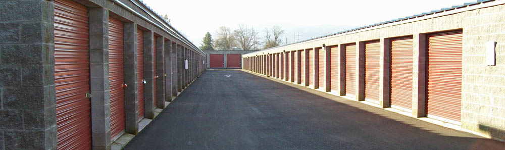 rent storage with with wide driveways