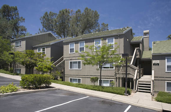 Exterior parking at Folsom Ranch apartments for rent in folsom ca