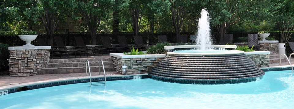 Pool at Raveneaux Luxury Apartment Residences for rent in houston tx