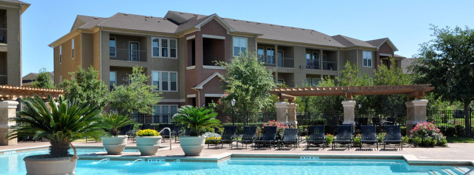 Pool at Villa Toscana Luxury Apartment Homes in houston tx