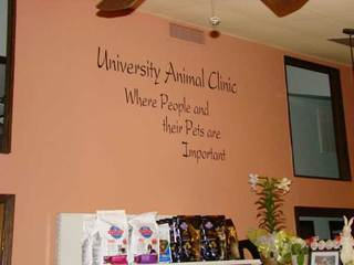 Lobby slogan University Animal Clinic