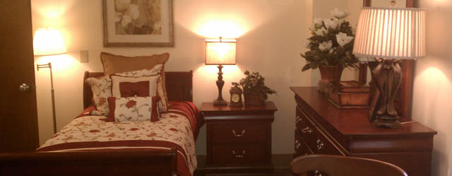 A bedroom at The Lynmoore assisted living in richmond va