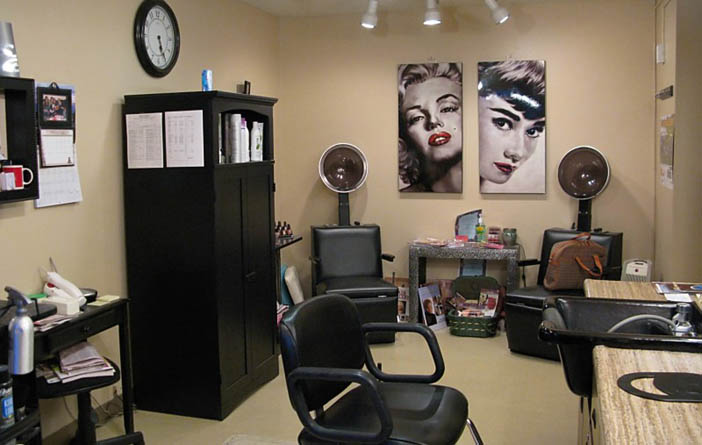 Beauty salon at Barnett Woods retirement community in medford OR